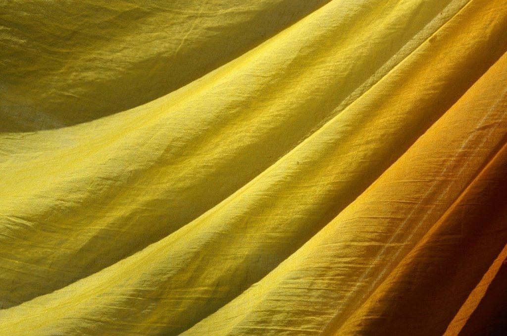 cortinas amarillas precio